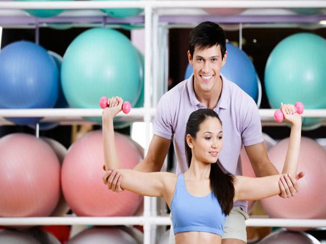 tập gym giảm cân cho nữ - Bài tập nâng tạ