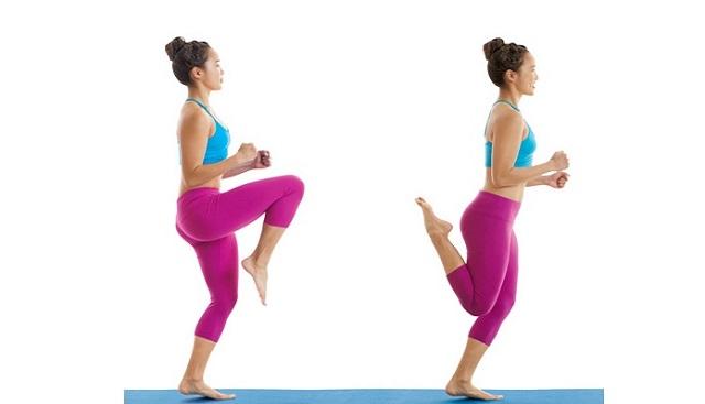 Chạy nâng cao đùi và gót chạm mông