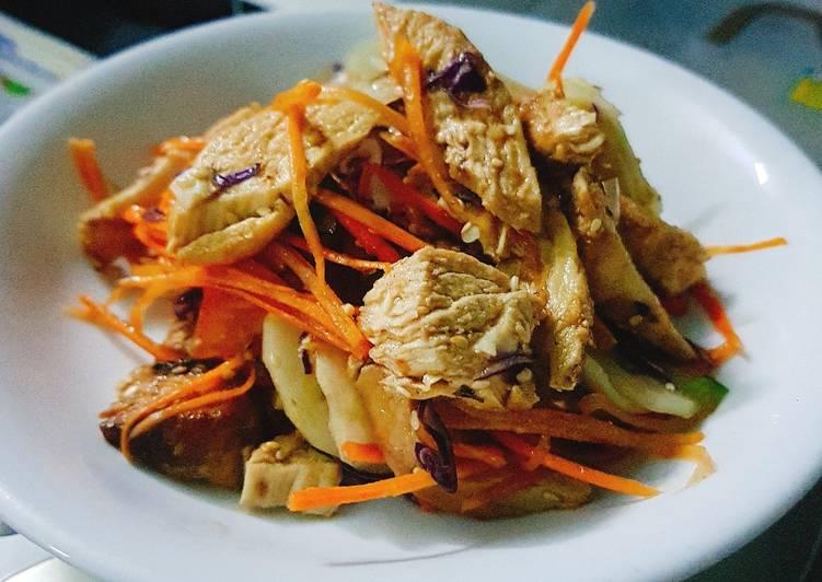 Salad ức gà sốt cam