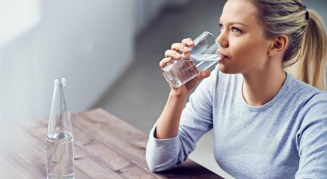 Uống nước đủ 2 lít mỗi ngày sẽ giúp cơ thể bạn tràn đầy năng lượng