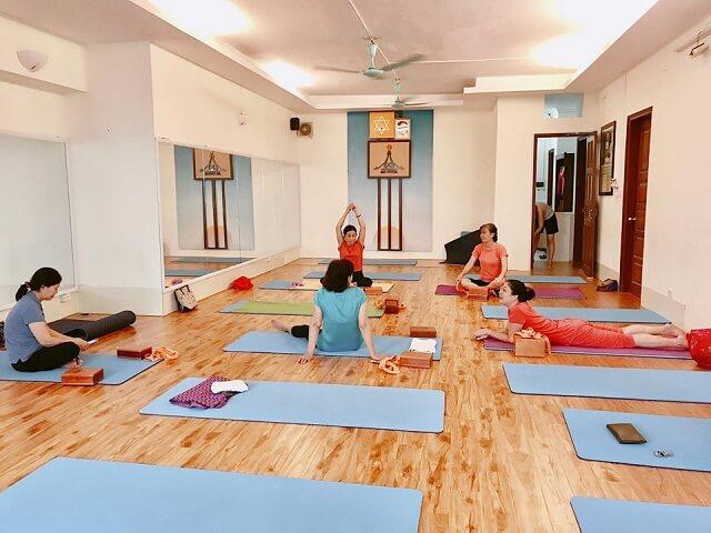 Phòng tập yoga Tạ Quang Bửu có không gian khá thông thoáng