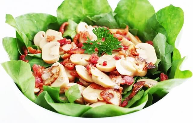 Salad cải bó xôi và nấm